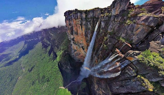 С высотой водопада анхель в 979 метров